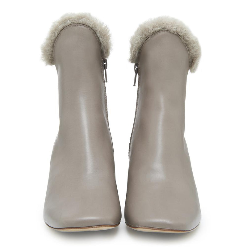 Womens Cozy Ex-Boyfriend Grey Leather Boot with Faux Fur Trim Front View