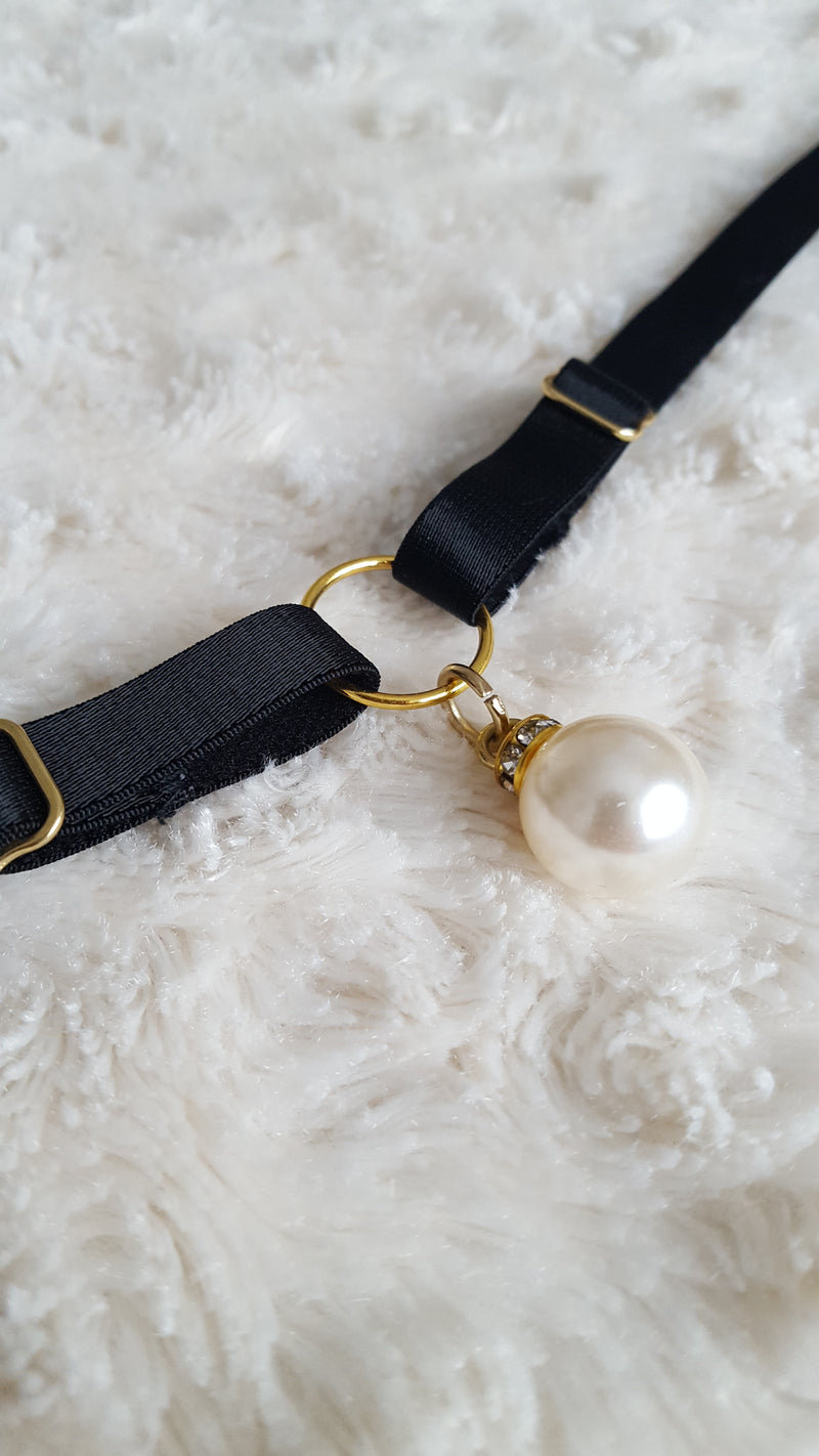 Diamonds and Pearls Collar