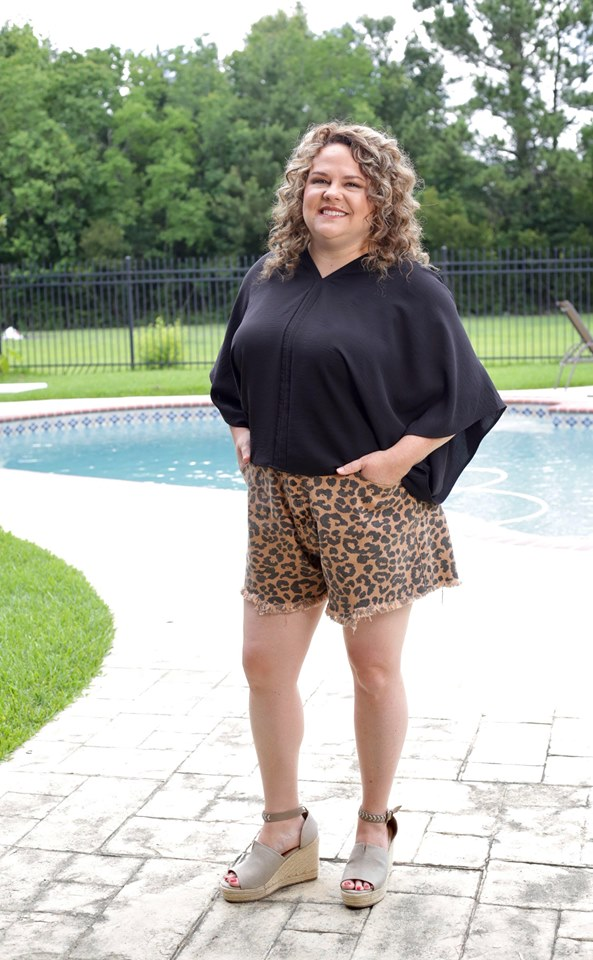 CURVY GIRL- Leopard Shorts With Frayed Hem