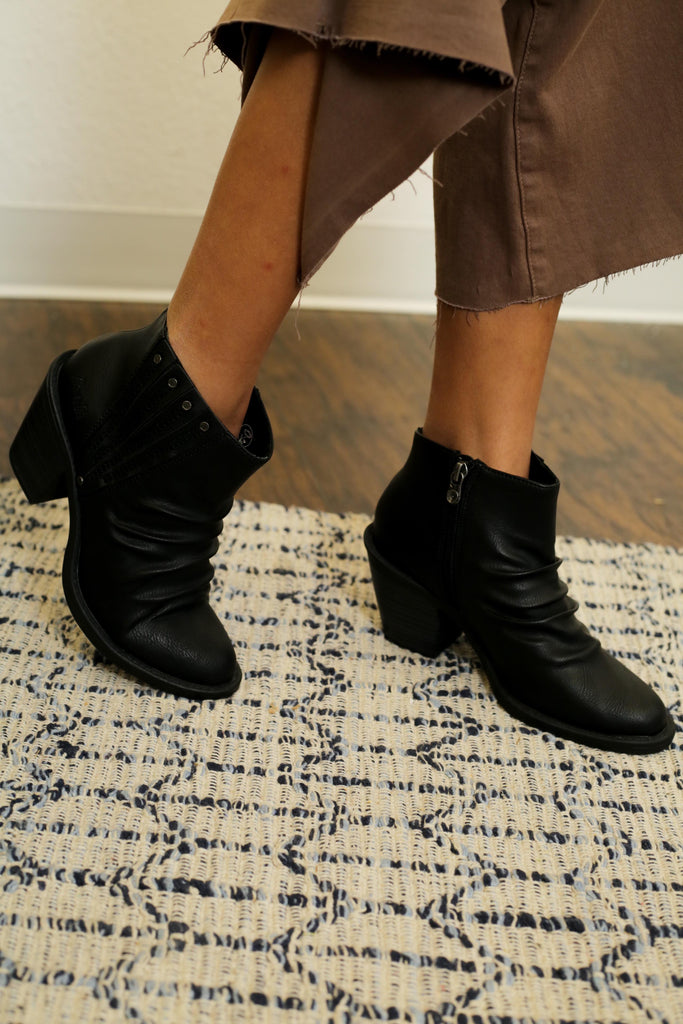 Blowfish Black Wrinkled Zip Up Heeled Ankle Bootie