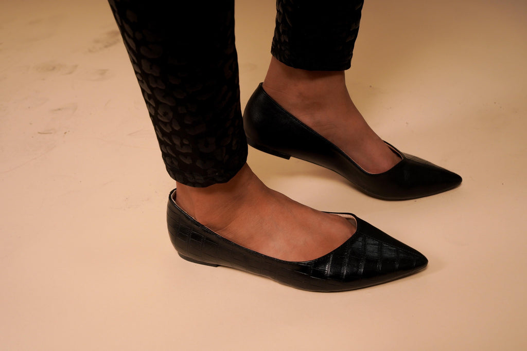 Lilly Black Contrast Pointed Flats