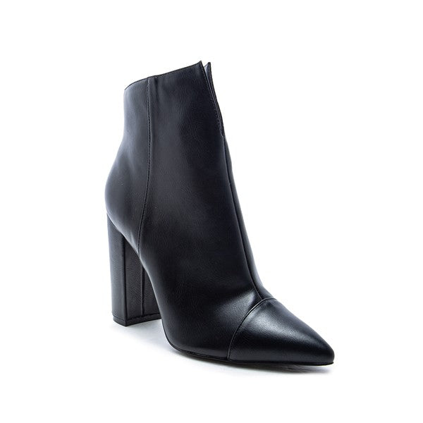 Black Bootie With Pointed Toe And Side Zipper