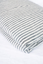 Load image into Gallery viewer, French Linen Padded Bed Cover