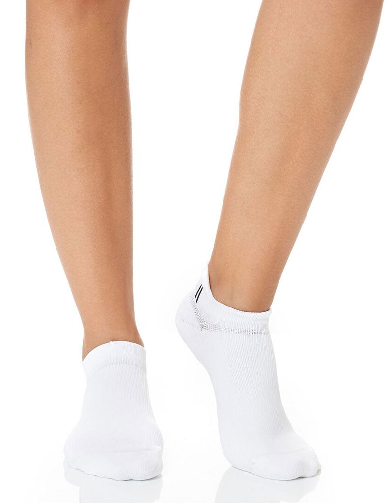 Women's Classic White Ankle Socks - 2 Pack