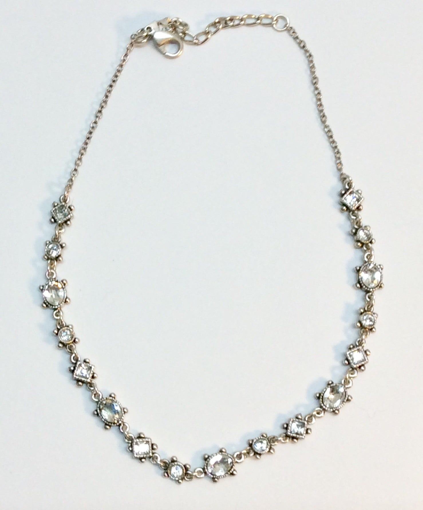 Parisian feminine crystal and silver plated necklace
