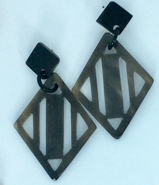 dark grey deco shape horn earrings