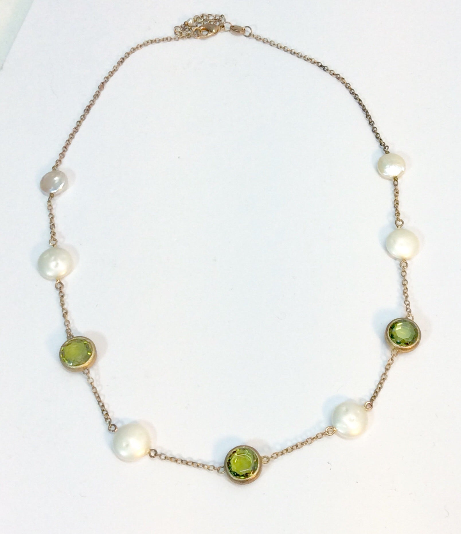 Feminine pearl and peridot stone necklace