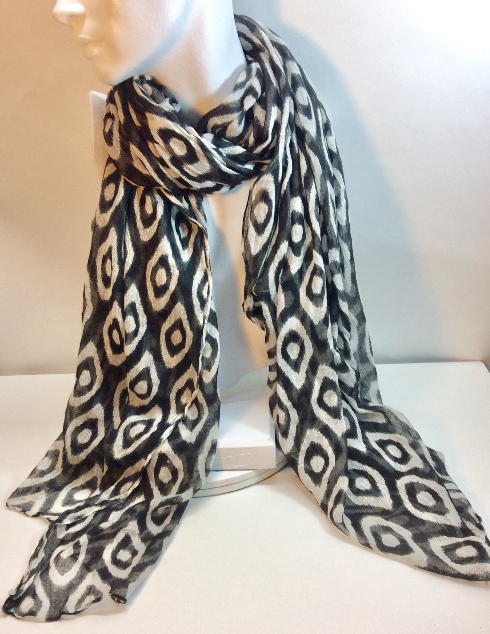 Stylish black and white print cotton scarf