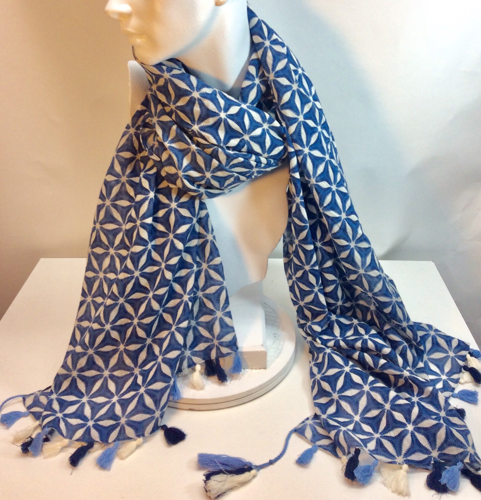 Blue and white printed cotton scarf with tassels
