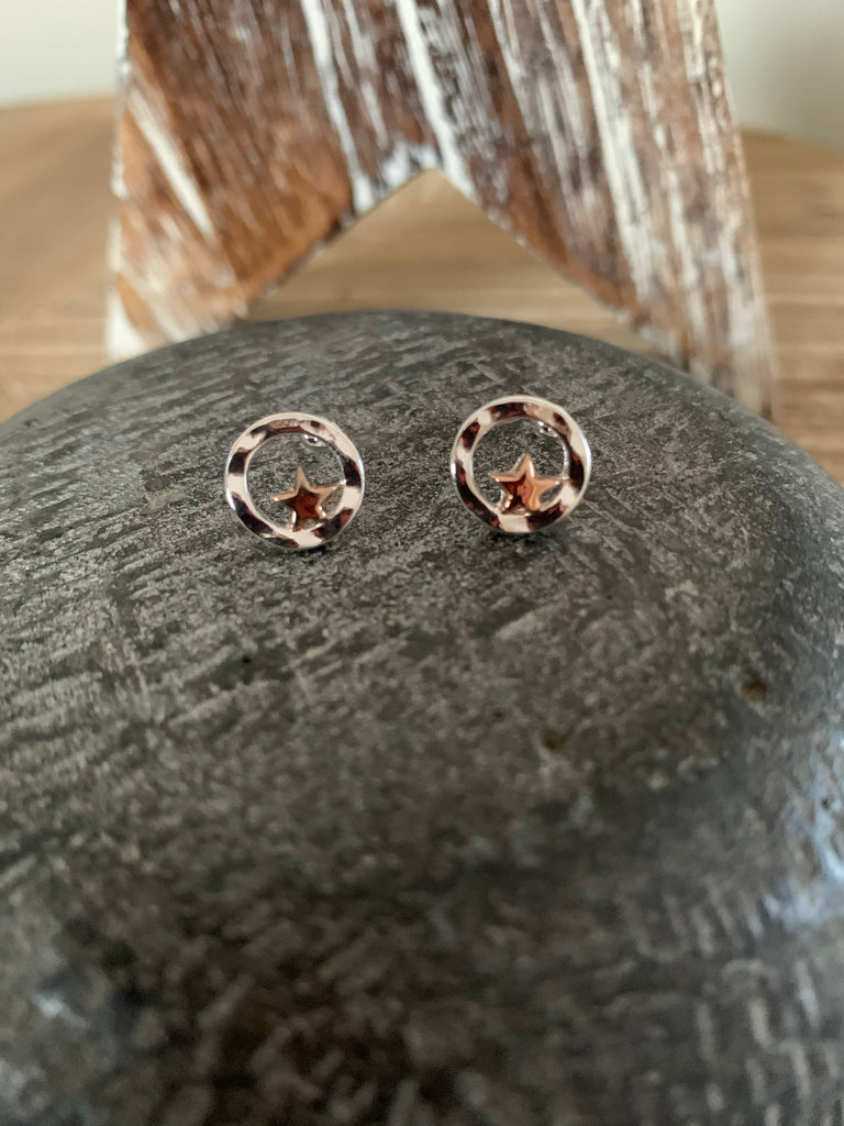 Silver ring with rose gold star earrings