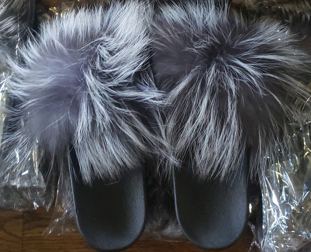 FUR SLIDES - GREY/BLACK