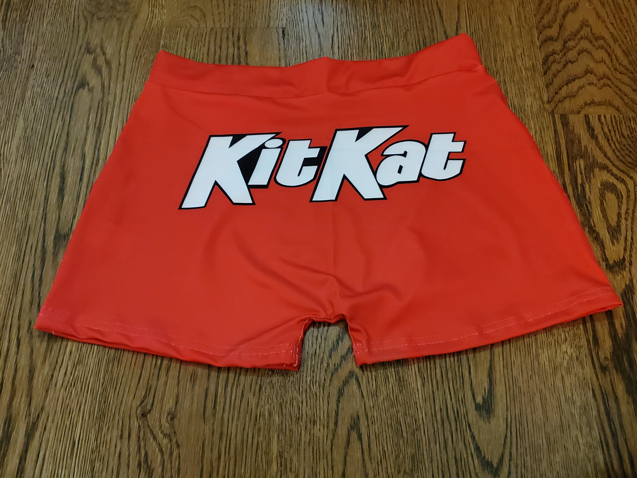 FEMALE SNACK SHORTS - KITKAT - RED