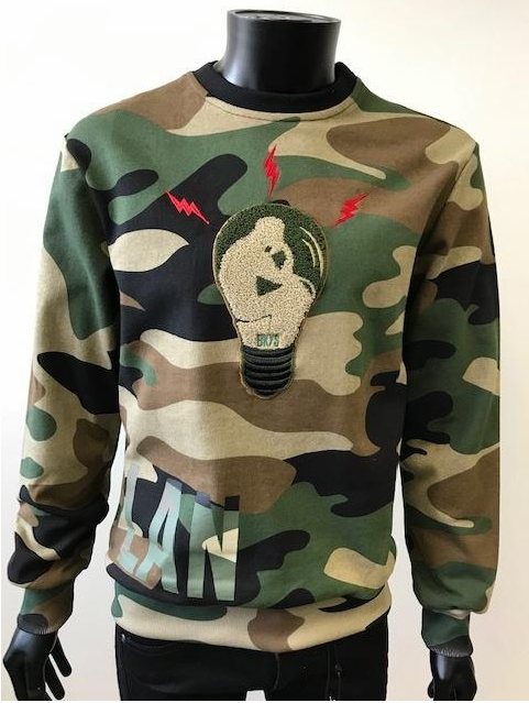 """MASTER PLAN"" CREW SWEATSHIRT W/CHENILLE PATCH CAMO (BKC900) - cosign1975"