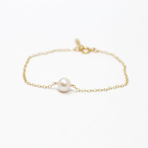 Simple Pearl Bracelet
