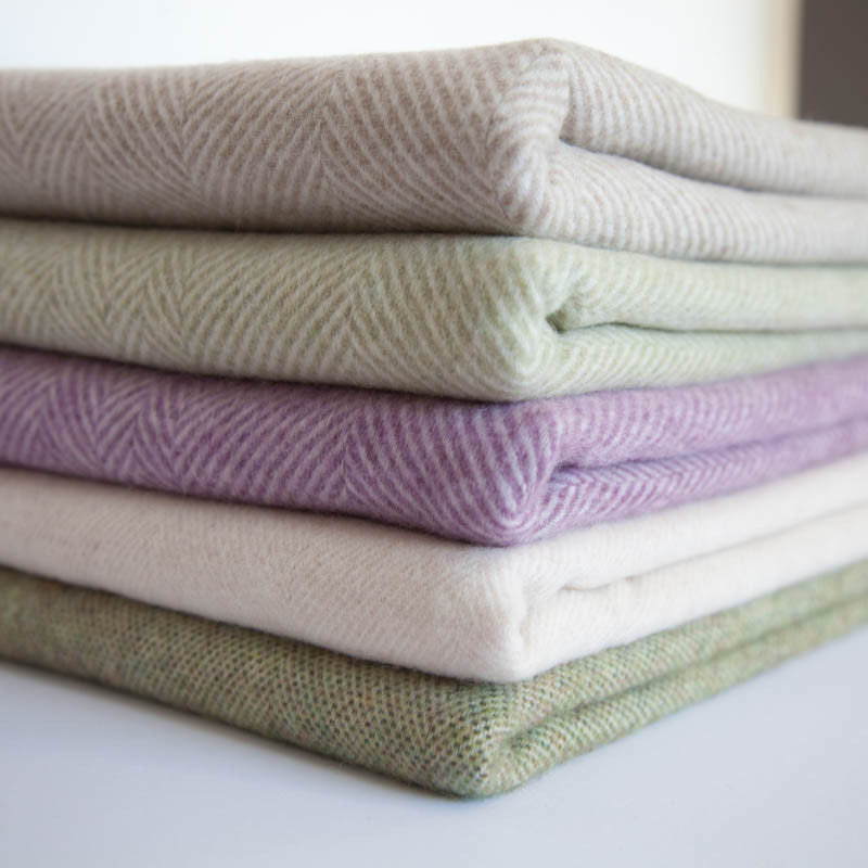 The Plain Spot Throw (Tea Green)