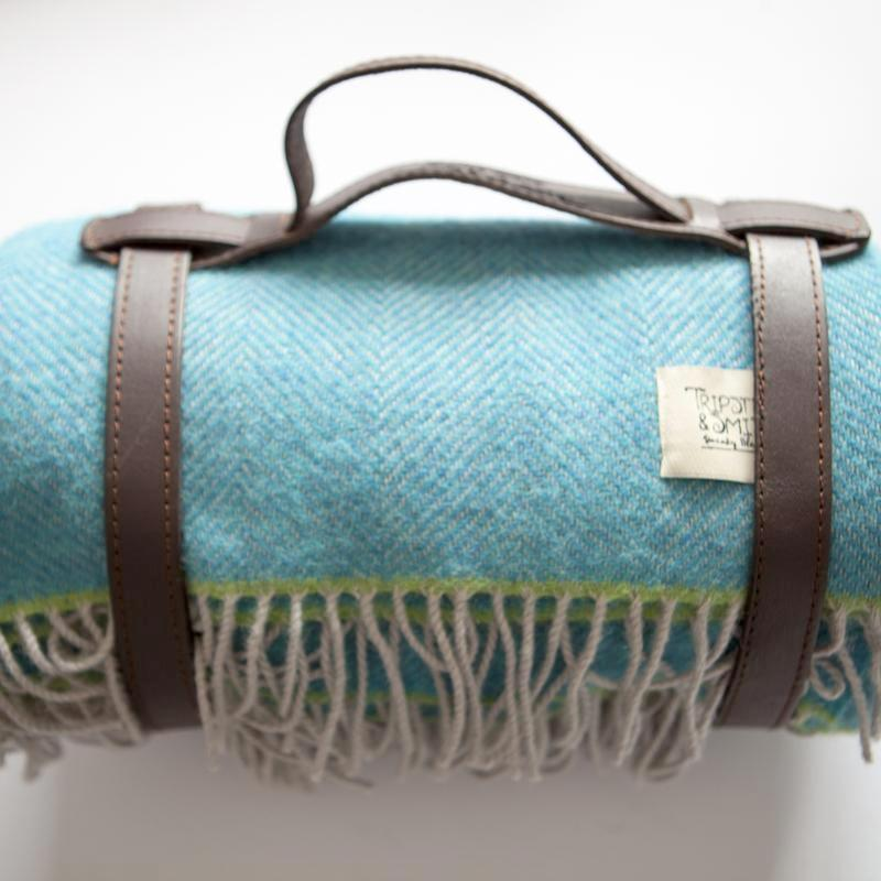 turquoise-polo-picnic-blanket-tripster