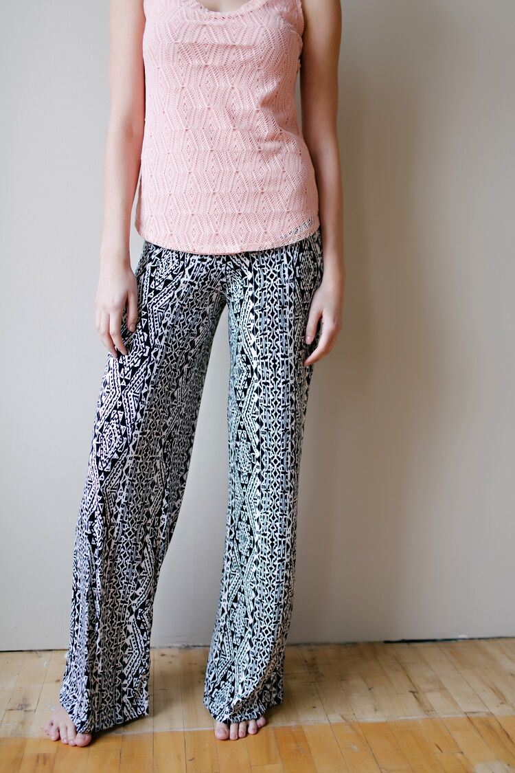 KOKOON Vacation Pants in Black and white print Vanilla Bark