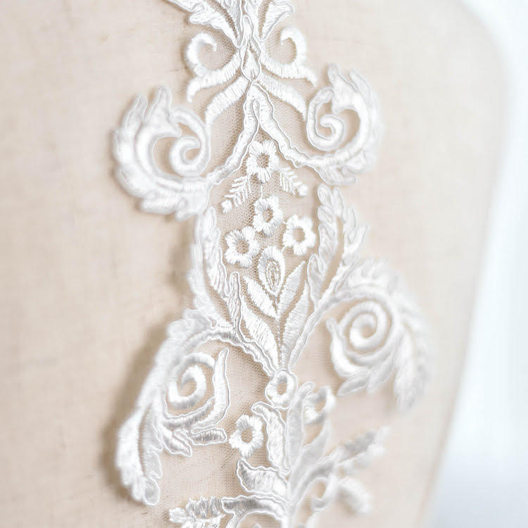 Off white wedding applique/Wedding Dress applique/Alencon lace applique for 1 pc/ALA-78