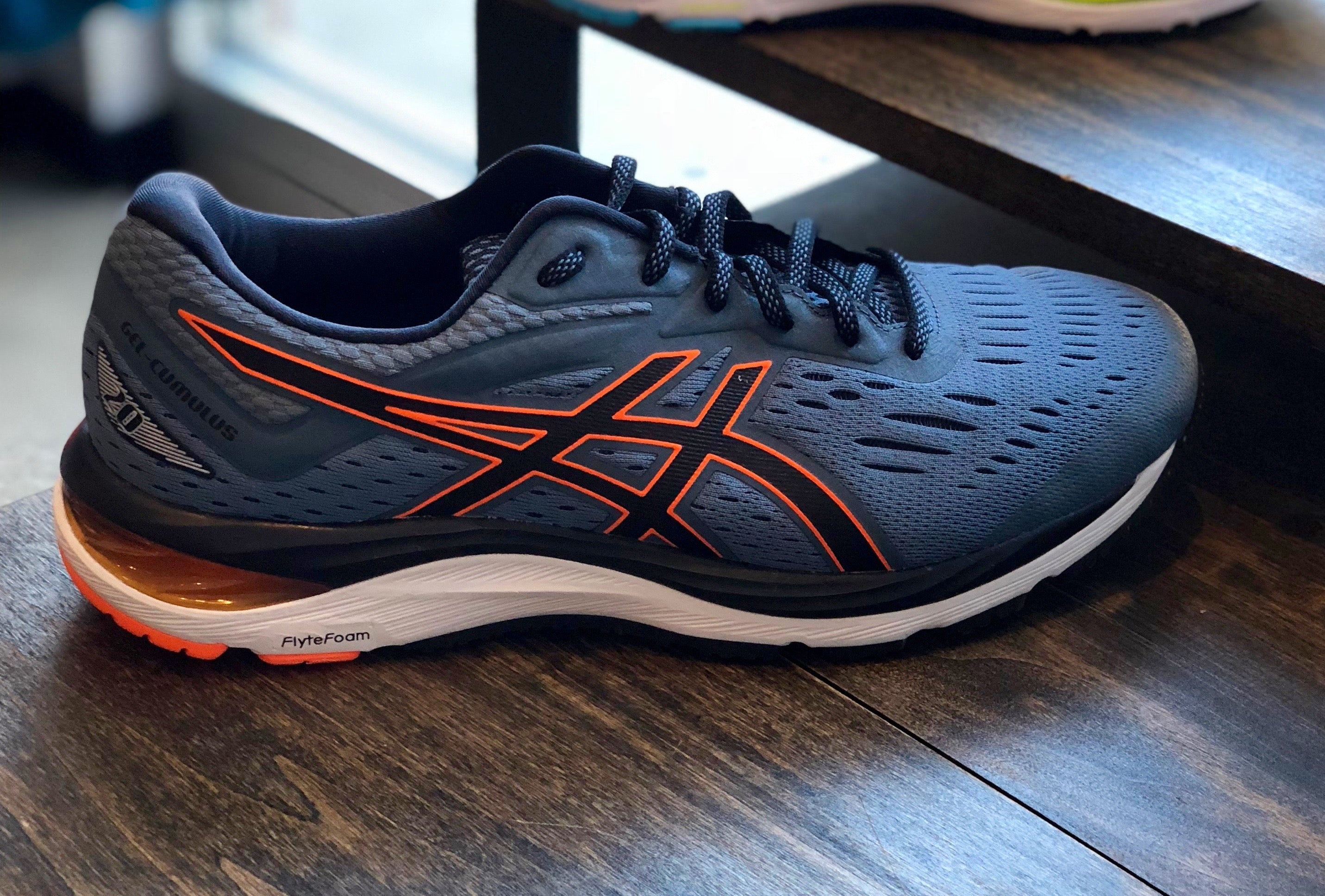meilleures baskets 044ad d6c88 It's Back! 3 Reasons to Try the ASICS GEL-Cumulus 20 ...