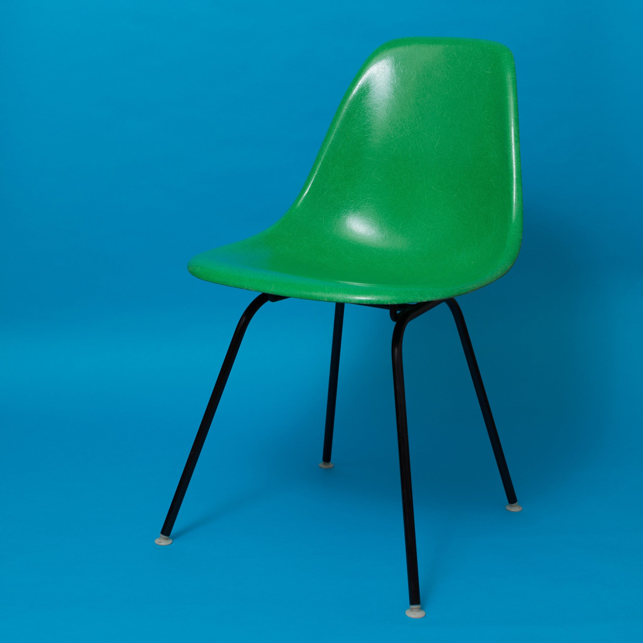 Charles and Ray Eames Herman Miller fibreglass cadmium green chair ...
