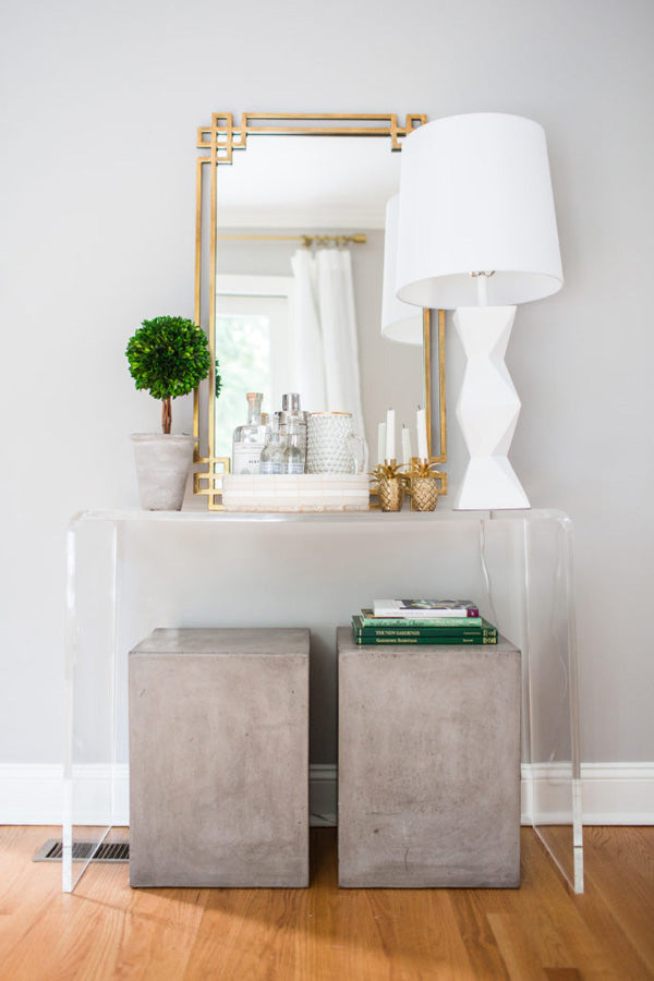 Shannon Claire Smith interior designer | entryway with lucite table and gold mirror