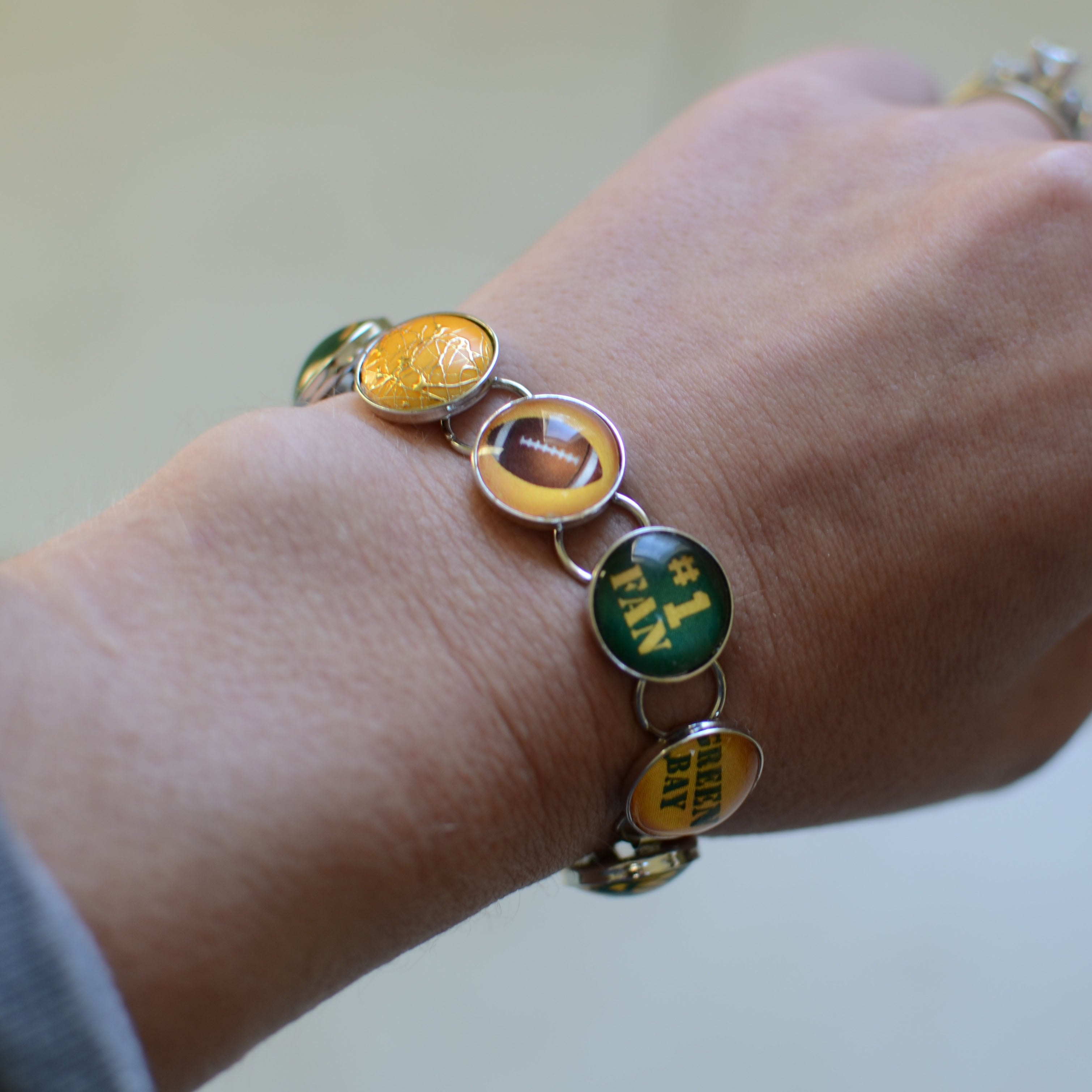 Green Bay Packers Copper Alloy Bracelet with Team Glass Charm
