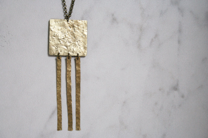 STATIC FRINGE NECKLACE