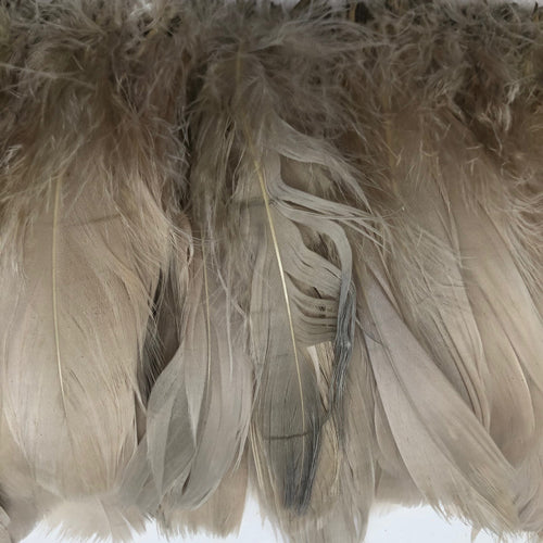 Goose Nagoire Feather Strung per 10cm - Smokey Beige