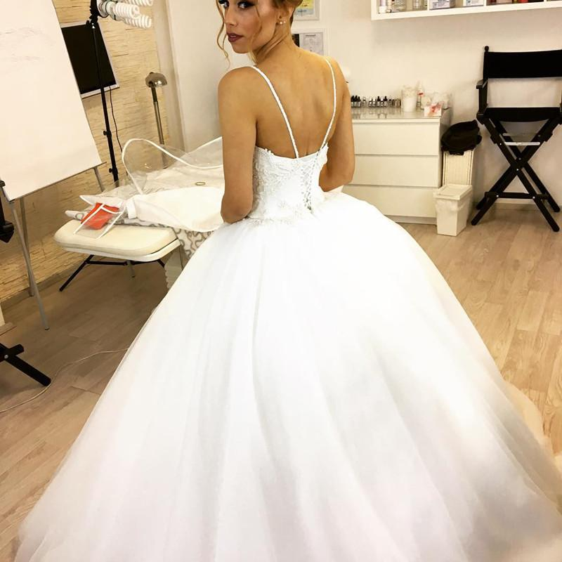 Spaghetti Straps V Neck Tulle Country Princess Unique Design Top Lace Wedding Dresses Ball Gowns Wd0306