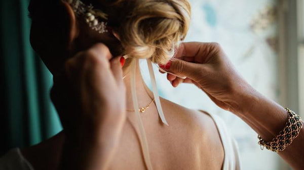 How To Choose The Perfect Bridal Hair Accessory