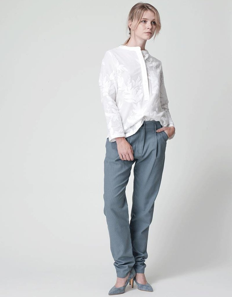 Dutchess pocket shirt- white embroidery