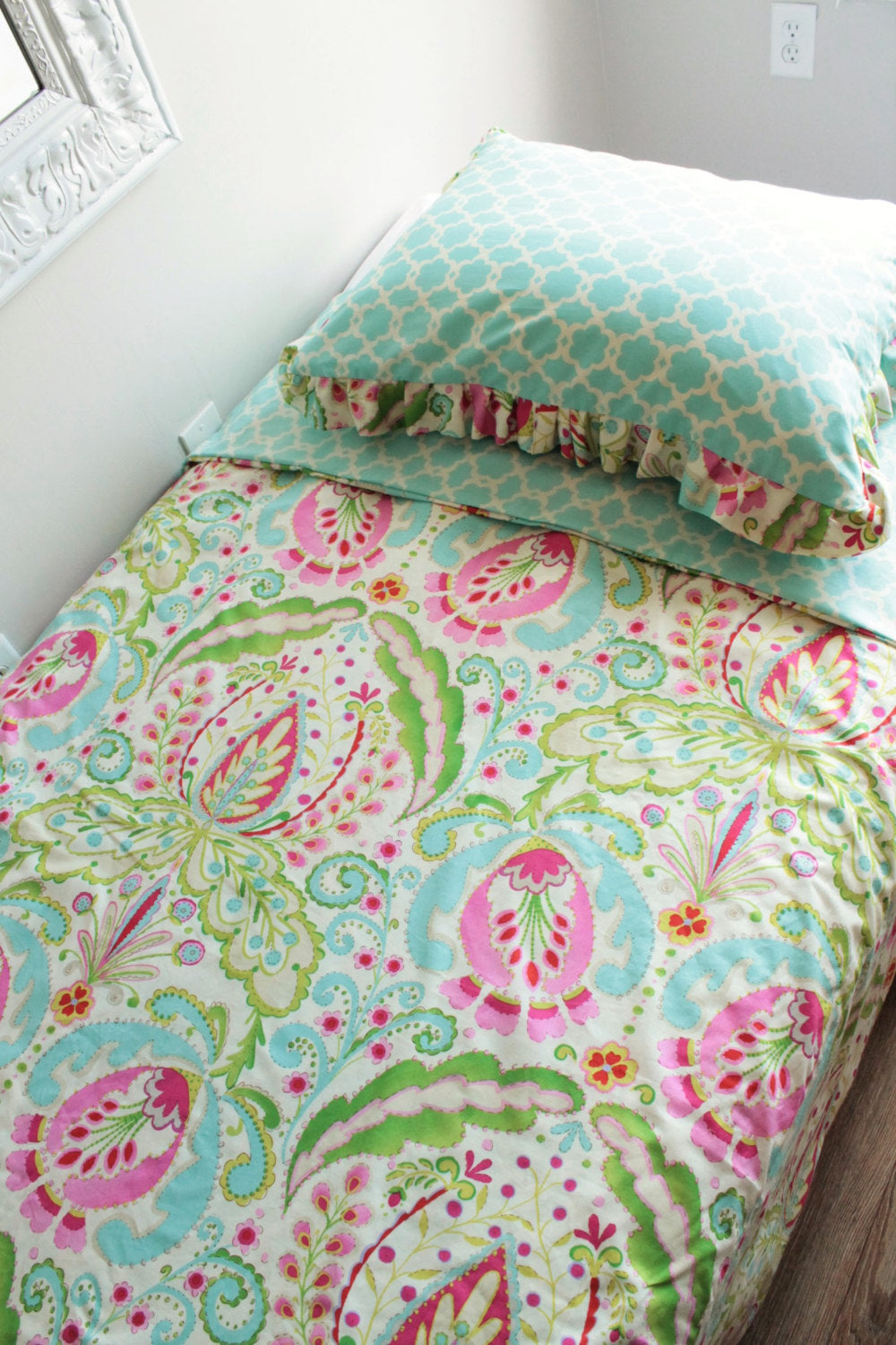 Kumari Twin Size Duvet Cover bedding set with sham.