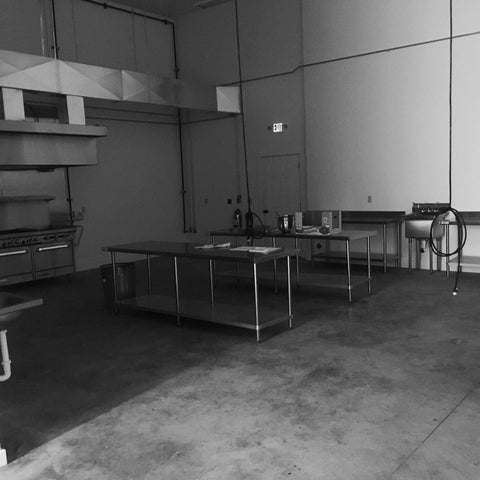 black and white kitchen copacking