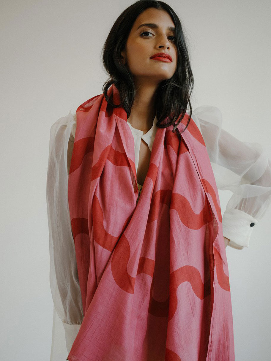 RIPPLE SCARF IN FUCHSIA