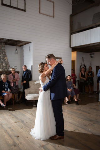 Newly weds Ashley and Jordan share their first dance together after they said 'I do'.