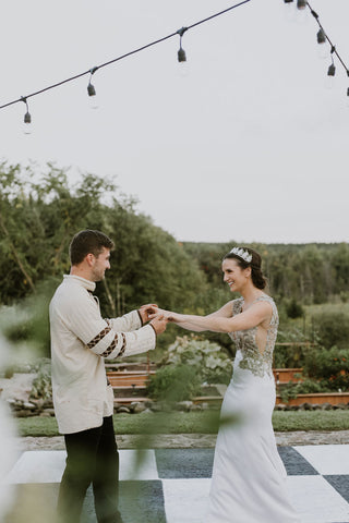 Lauren and Alex Melnik share their first dance together as husband and wife as featured on the Henkaa blog.
