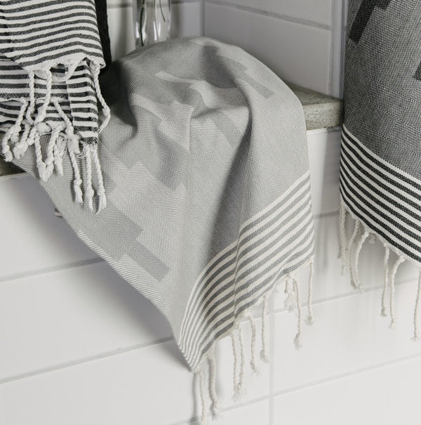 Wipe Me Off - Hand Towel,  Sur la montagne / Grey