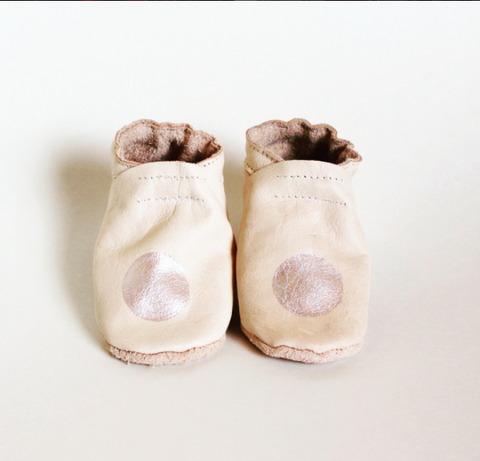 Moonbeam veg tan baby booties