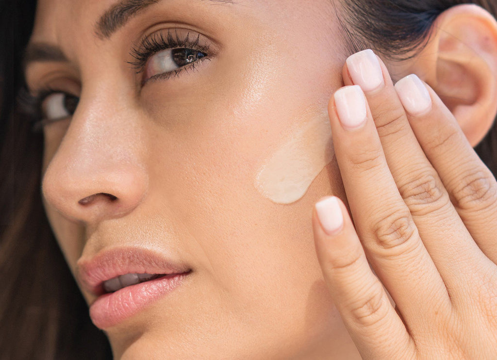 Retinol Cream Benefits and the Differences in Prescription vs OTC