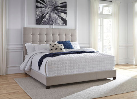 AL-Dolante Queen Upholstered Bed
