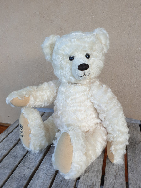 Cynthia Jane, 40m Robin Rive Collectible teddy bear in creamy white wavy mohair