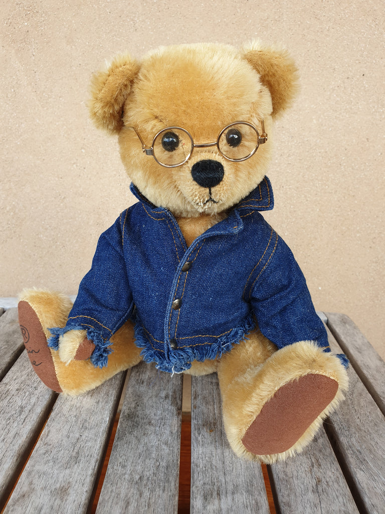 Flynn, Robin Rive bear,30cm OOAK collectible wearing checked scarf