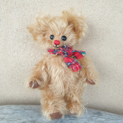 Flo, 18cm small Robin Rive bear, red nose, tartan scarf