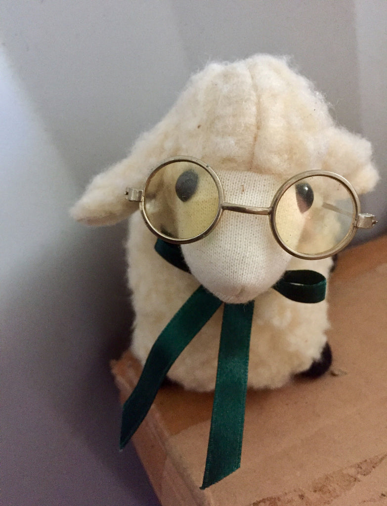 Lamb with spectacles