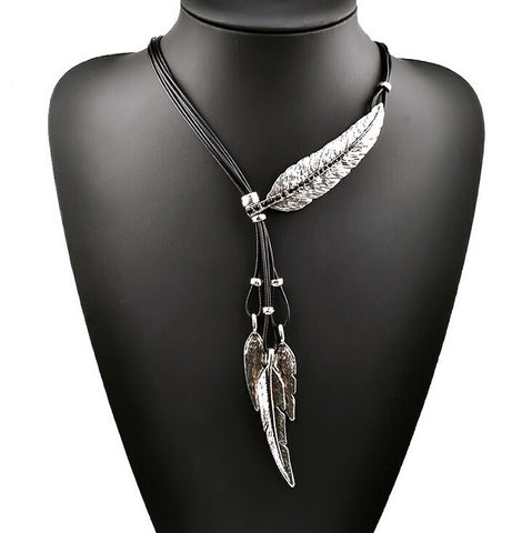Special Feather Pattern Pendant Necklace