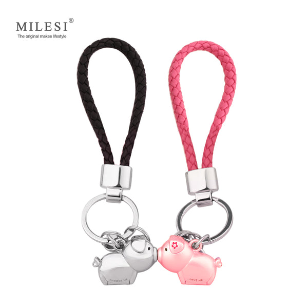Kissing pig couple Key chain