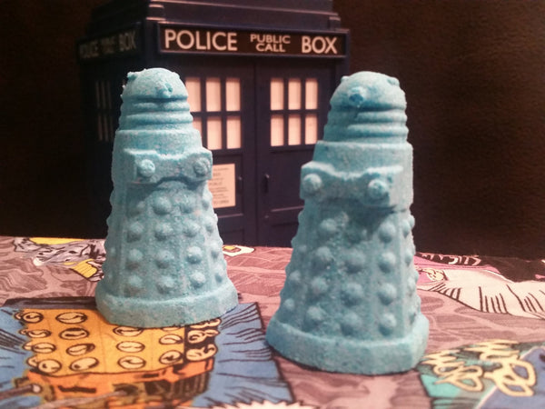 Big Blue Box (Pomegranate Bath Bomb) - Dalek