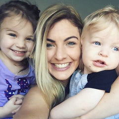 Lauren patterson takes selfie with kids max and madi