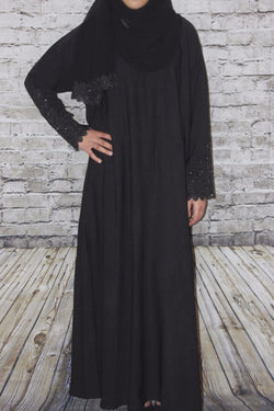 plain black abaya, patterned sleeve abaya, closed abaya, nidha abaya, polyester abaya