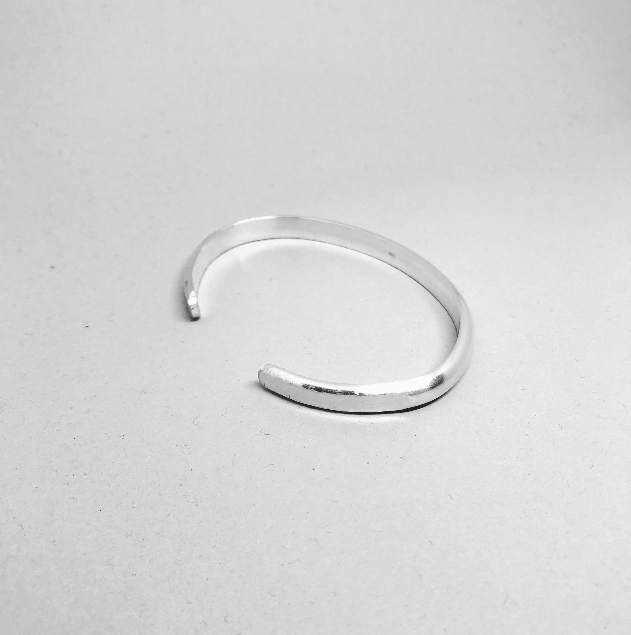 Rounded Bangle with Hammered Ends - 925 Sterling Silver